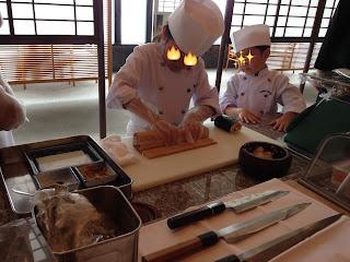 巻き作業(キッズアカデミー 板前さんと巻き寿司作り体験)