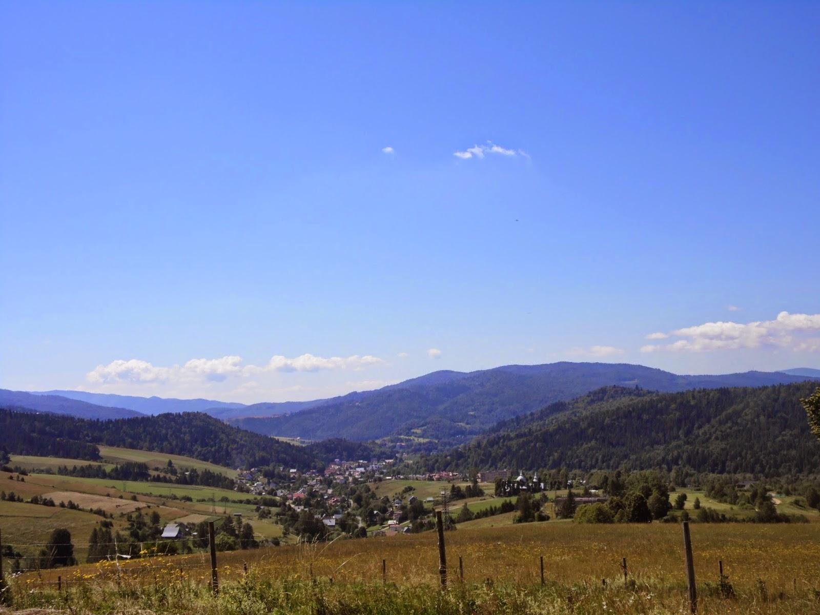 Wieś Złockie widziana z trasy na Jaworznę Krynicką
