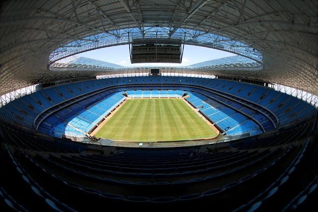 Cobertura em todos os assentos e grandes telões na Arena Grêmio