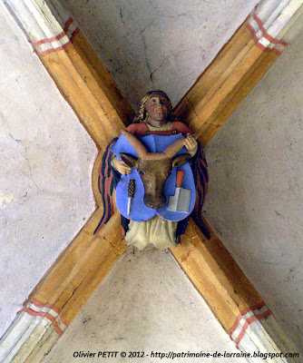 VEZELISE (54) - L'église Saint-Côme et  Saint-Damien (Intérieur) - Clef de voûte
