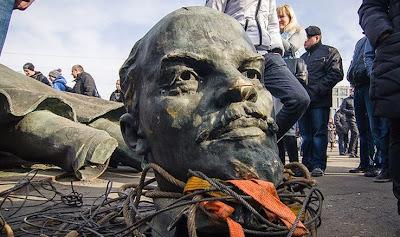 Президент Порошенко подписал законы о декоммунизации