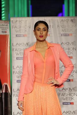 Kareena+Kapoor+Transparent+Dress+Show+Bra008