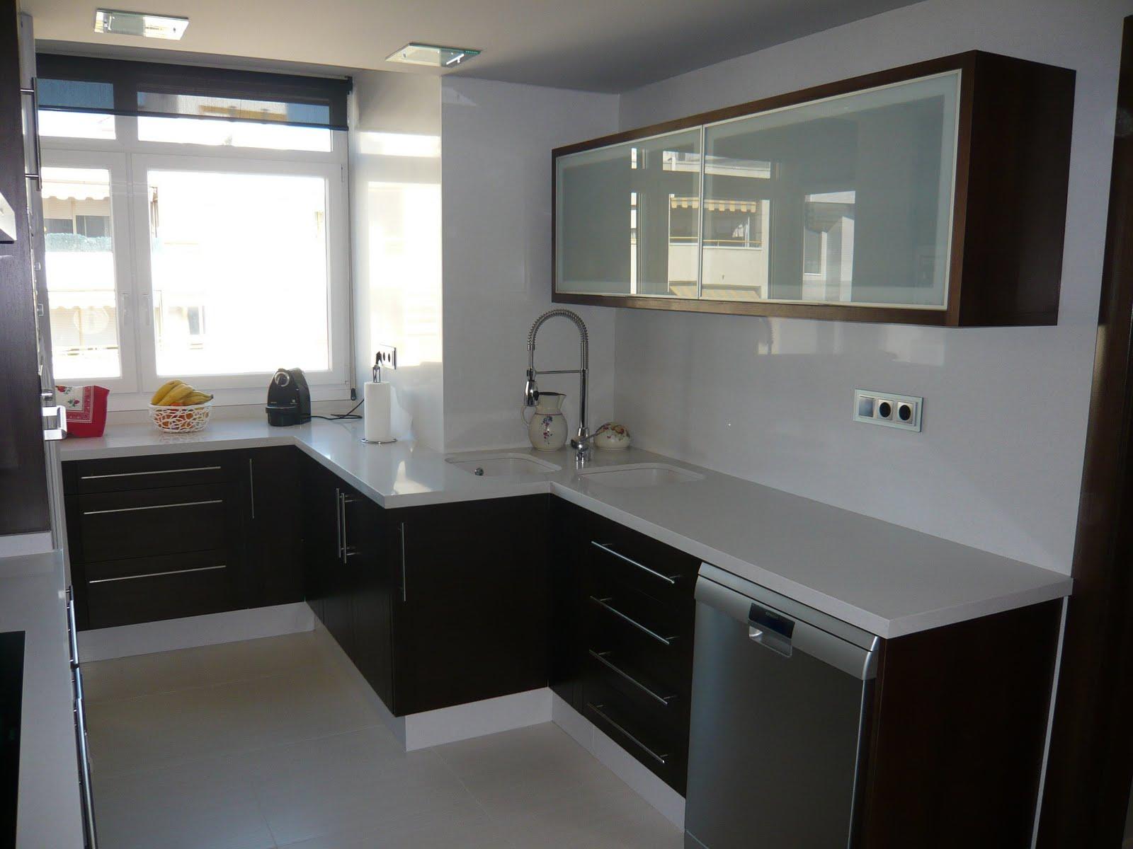 Amobla tu cocina muebles de cocina - Muebles de cocina color wengue ...