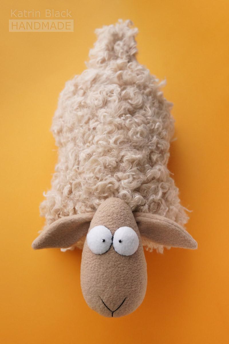 Овечка-подушка своими руками. Игрушка из меха и флиса. Купить. Заказать.