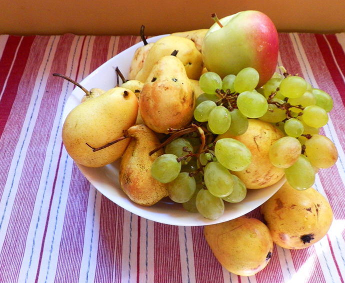 Pairs, apple and grapes
