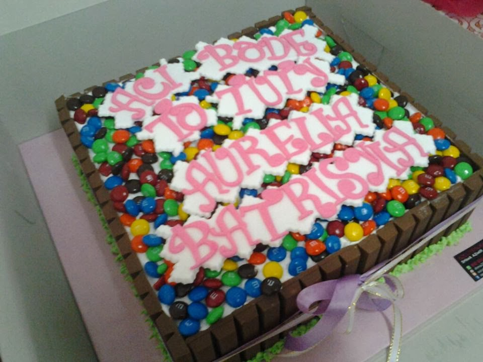 square kit kat cake