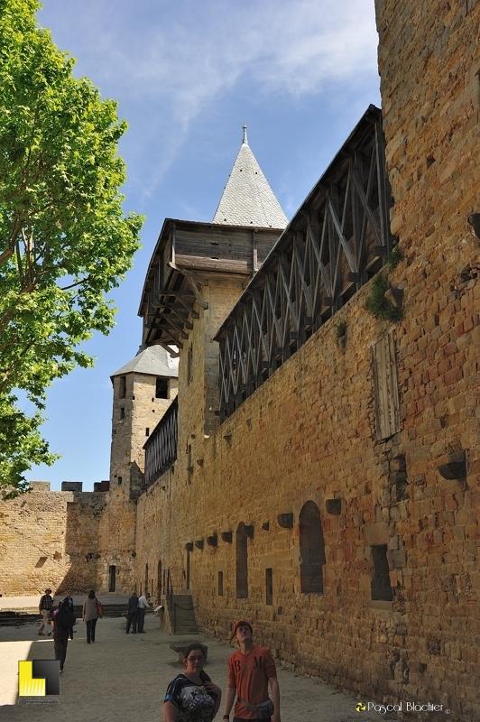 A droite de l'entrée de la cour du château comtal de Carcassonne photo pascal blachier