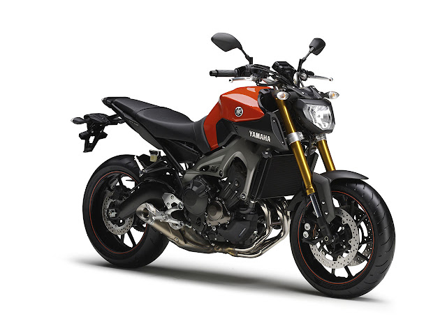 Yamaha MT-09 red