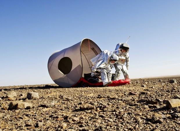 Cientistas usam roupa espacial para simular condições no planeta Marte