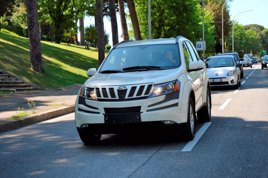 2014 Mahindra XUV 500 Pictures For India