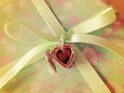 Romantic wedding gift wrapping idea with a picture locket