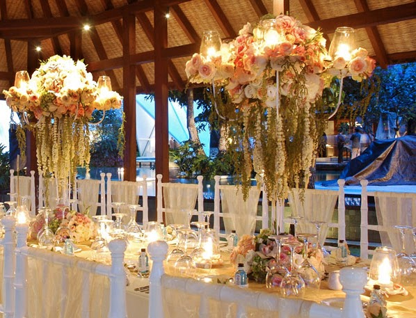 Noiva com classe casti ais candelabros e velas for Bali wedding decoration ideas