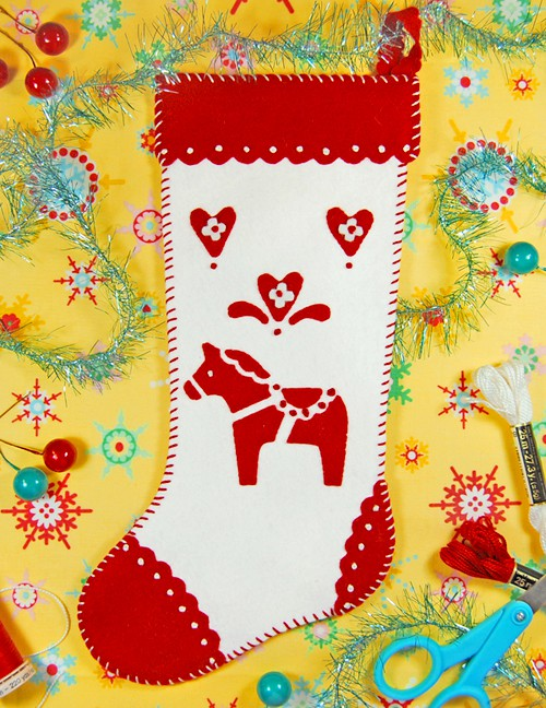 allsorts+Red+and+White+Dala+Horse+Felt+Christmas+Stocking+Tutorial+and+Template Christmas DIY Felt Decorations For Your Home