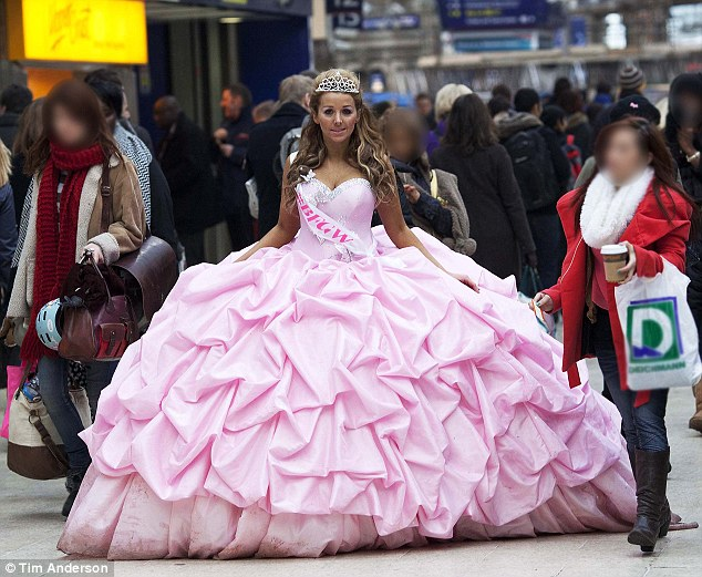 Big fat gypsy weddings bride takes to the streets in 12 stone dress to