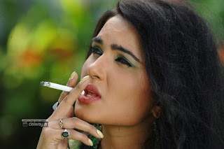 Actress-Kavya-Singh-Latest-Stills-in-Saree