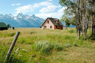 Photo of house on Mormon Row in Jackson, Wyoming (Grand Teton National Park)