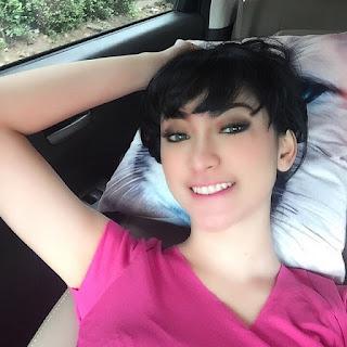 Foto Selfie Seksi Amel Alvi Paling Hot Di Akun IG