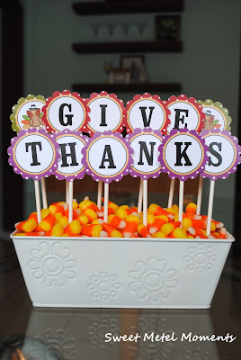 http://sweetmetelmoments.blogspot.com/2011/11/free-printable-thanksgving-centerpiece.html