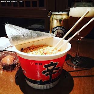 Shin Ramyun y cerveza Franziskaner