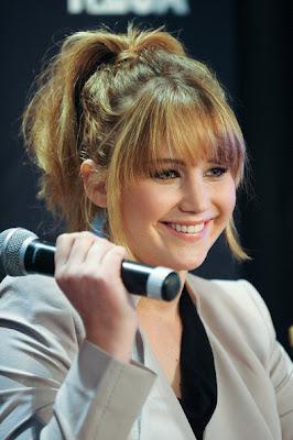 http://1.bp.blogspot.com/-wEDWLF0785g/T1xUIEn2PZI/AAAAAAAAFvY/hz94CU_GhI0/s1600/Jennifer+Lawrence+Ponytail+Hairstyle+Lookbook.jpg