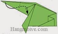 Bước 11: Gấp cạnh giấy sang phải vào giữa hai lớp giấy.
