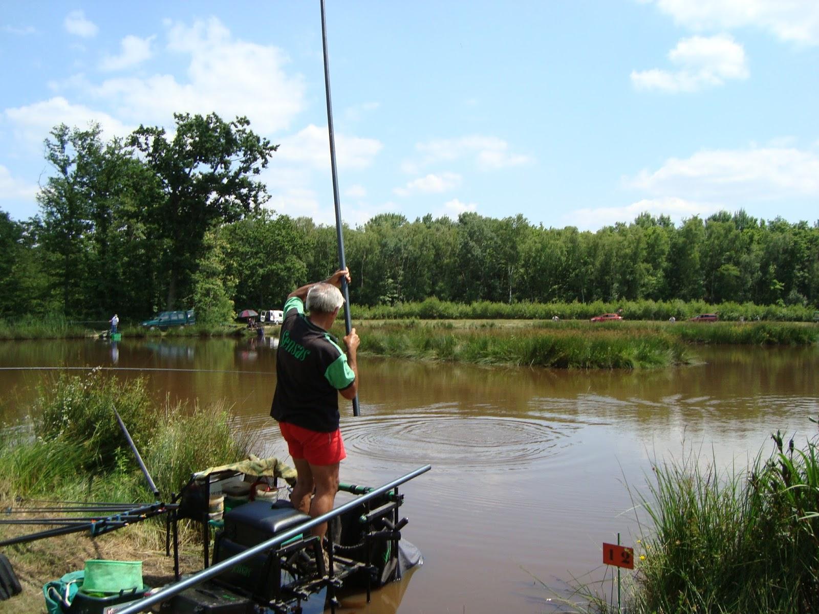 Les marchandises pour la pêche la livraison par la poste