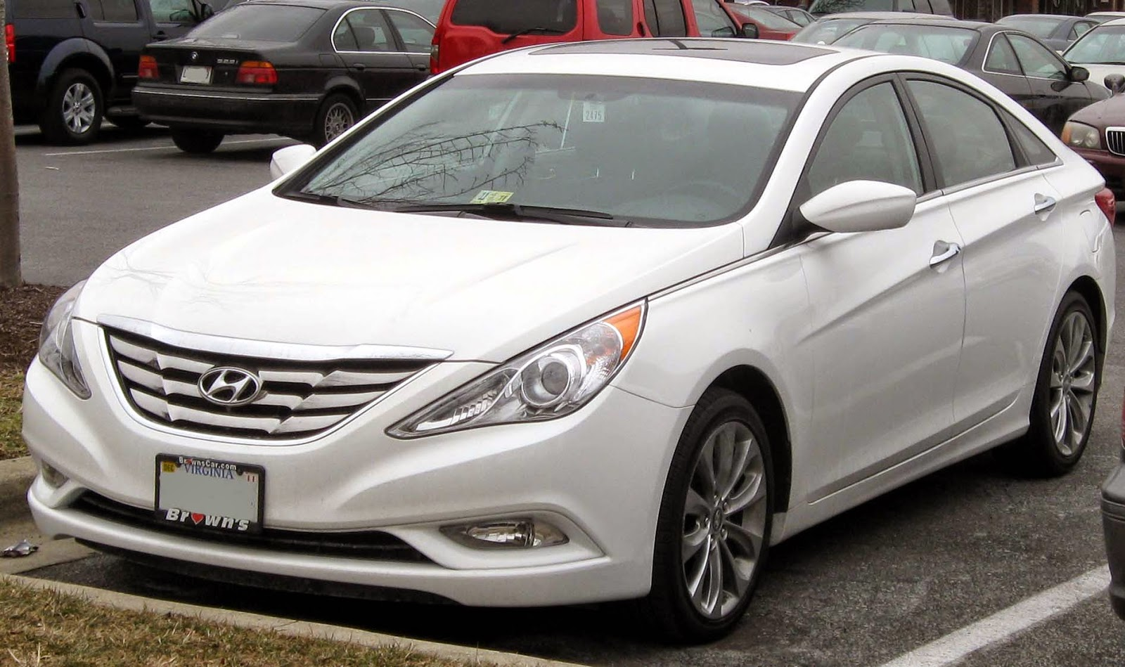 The 6th Generation Hyundai Sonata was awarded 'Top Safety Pick' from Insurance Institute for Highway Safety