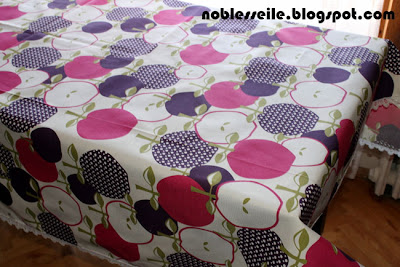elma desenli masa örtüsü