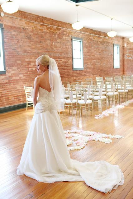 Florist Wedding Flowers Kansas City Wedding Town Square Paola Heather Bruliez Photography