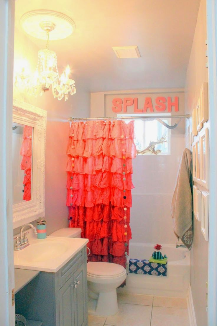 how to decorate a bathroom curtain