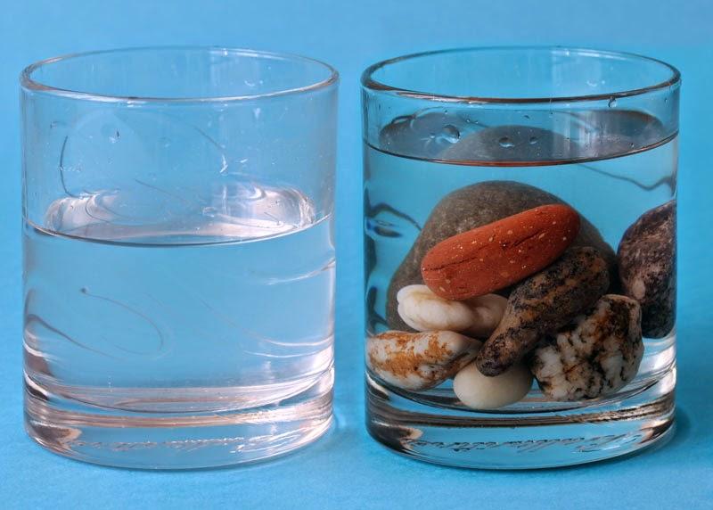 Как предметите изместват водата?