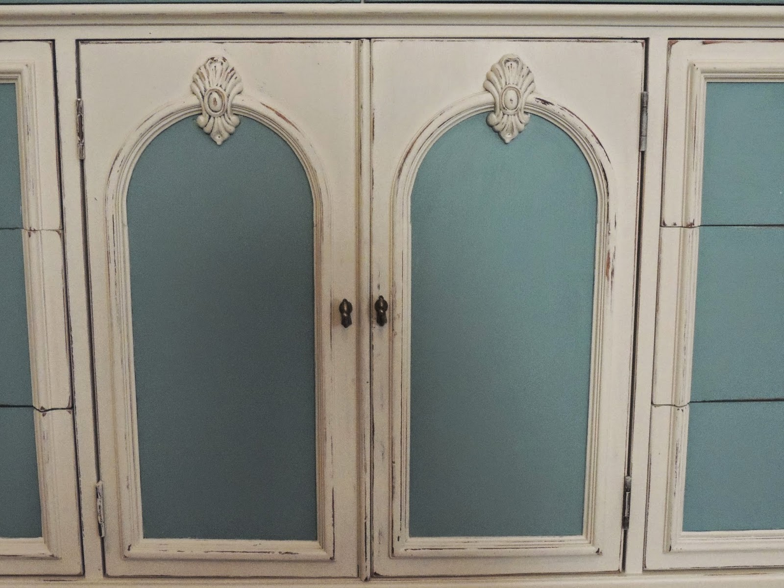 distressed chalk painted dresser