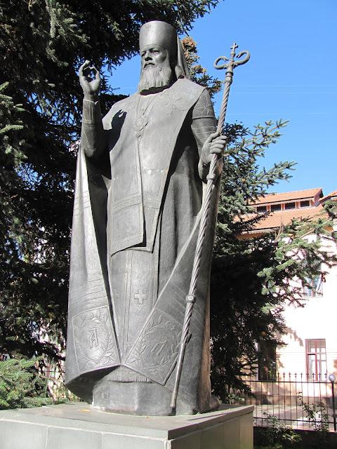 симферополь памятник Луке