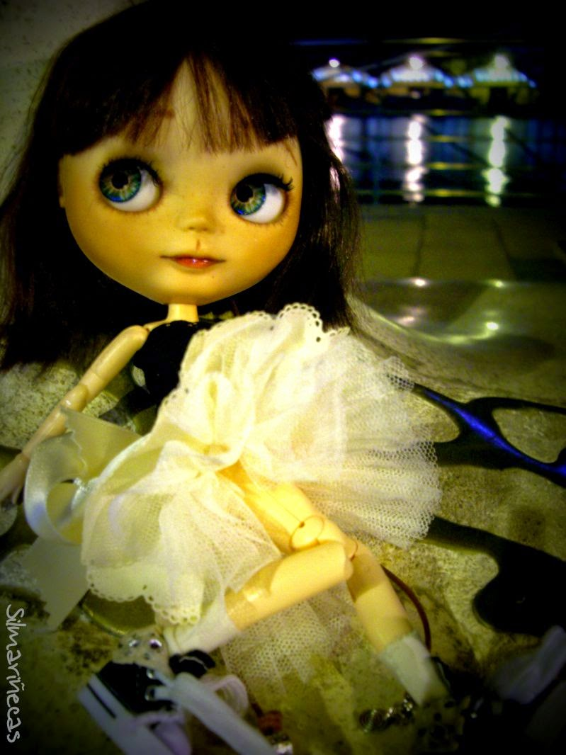 Basaak doll en el paseo del puerto de Gandía
