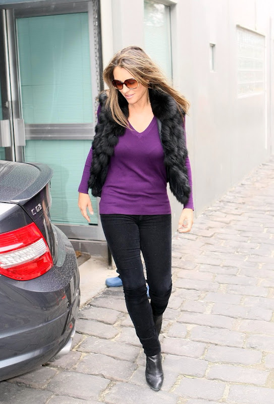 Elizabeth Hurley tight black pants