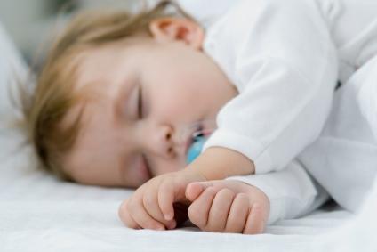 كيف ينام الطفل بسرعه