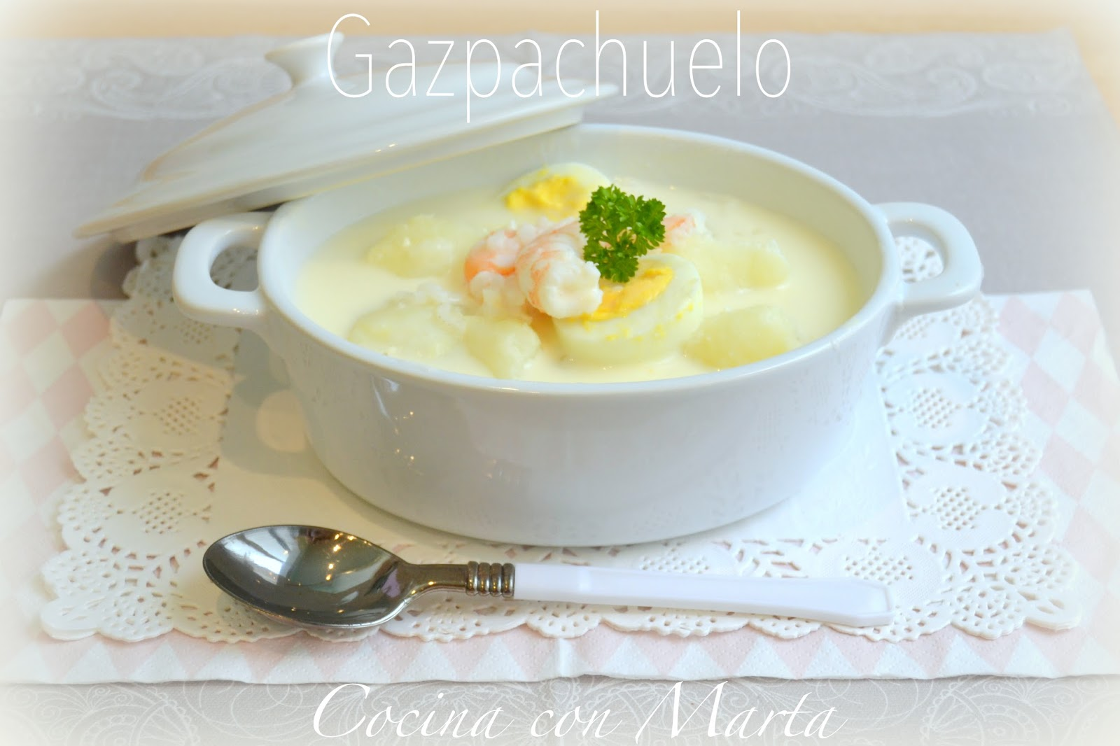 Receta casera Gazpachuelo de pobres malagueño. Receta tipica Málaga. Sopa, mayonesa, pescado y marisco.