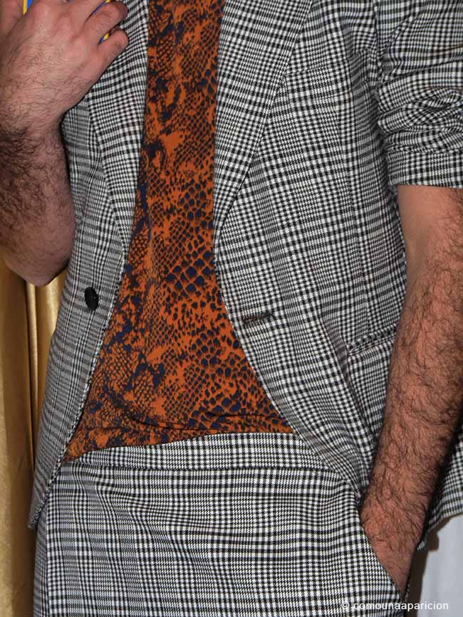 como-una-aparición-men-street-style-Pattern-Prince-Of-Wales-Snake-Skin-animal-print-t-shirt-suits