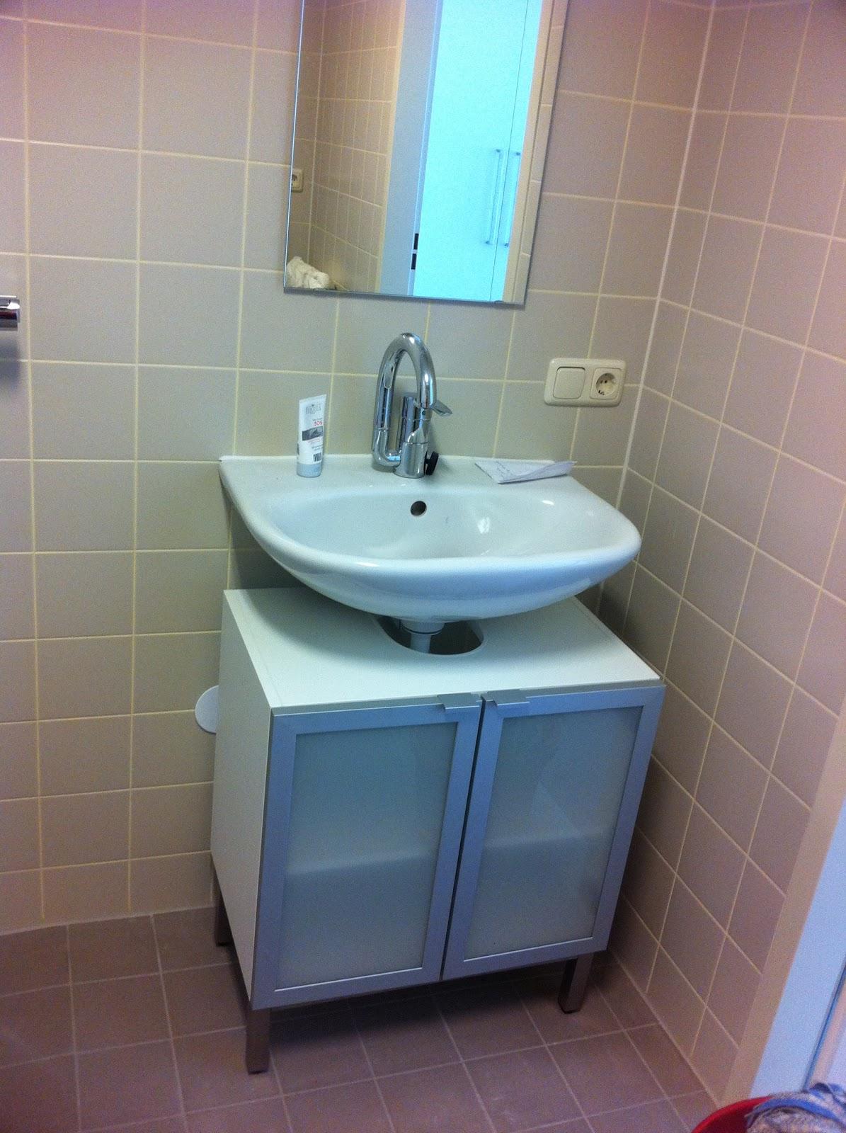 JAN&TINE IN KORTENHOEF: Kastje onder wastafel badkamer