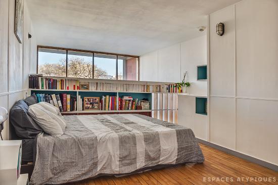 un due tre ilaria house tour cit radieuse mid century design in marseille. Black Bedroom Furniture Sets. Home Design Ideas
