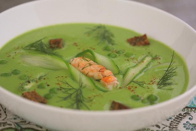 Soupe de petits pois, langoustines , copeaux d'asperges vertes