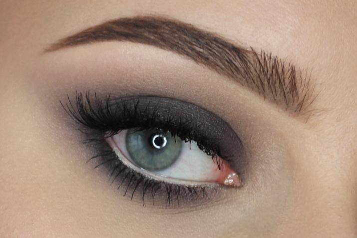 grey smoky eyes
