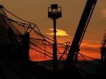 atardece en Piraeus mientras continúan embarcando ayuda a Gaza