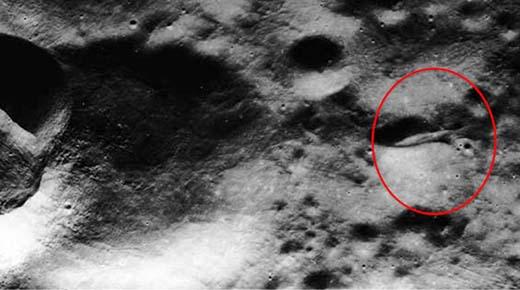Foto de la NASA es una prueba que la misión Apolo 20 fue a investigar una masiva nave extraterrstre en la Luna
