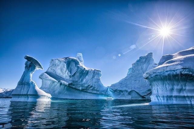 Stunning Photos of The Otherworldly Beauty of Antarctica's Iceberg
