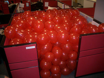 office prank 10 Funny Pictures: 30 Great Office Pranks.