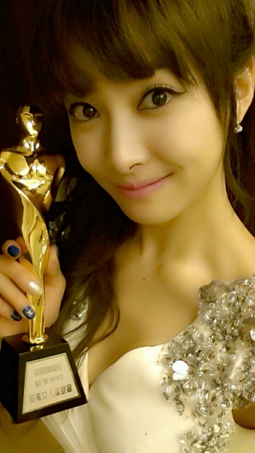 Victoria f(x) with Trophy
