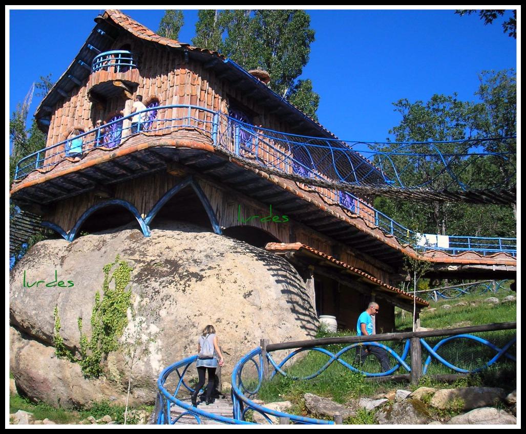 La vida tras una c mara casa encima de la roca for Casa la roca