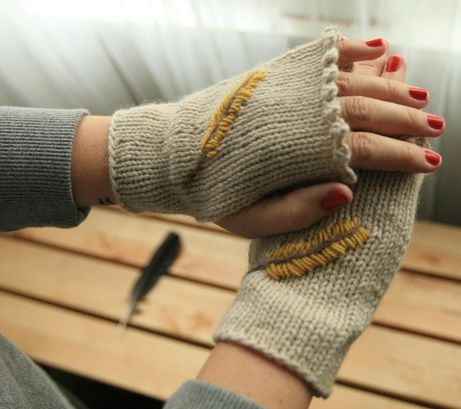 Fingerless Gloves Knitting Pattern Ravelry : * elletrain knits *: Flock Together Mitts - new pattern