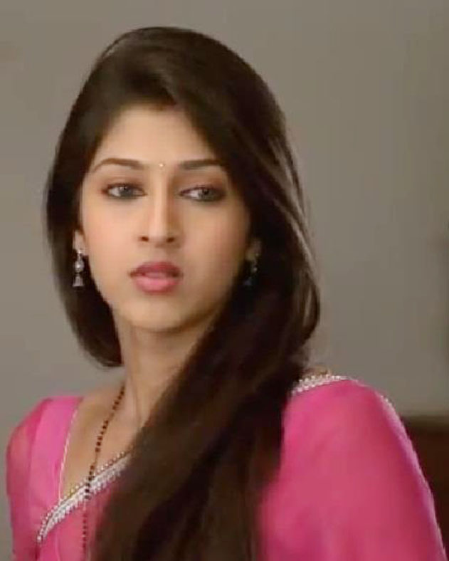 Filmy Girls: Heavenly Cute Sonarika Bhadoria